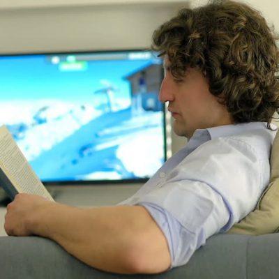 از اشتباهات رایج در کتابخوانی، مطالعه کردن در کنار تلویزیون است. | میر رشد